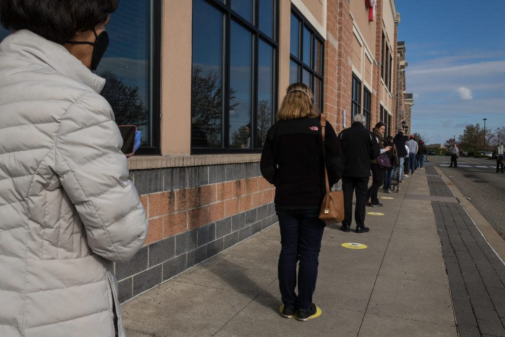People standing in line for a grocery store during the pandemic